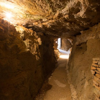 la-terre-d-or-beaune-grotte-7